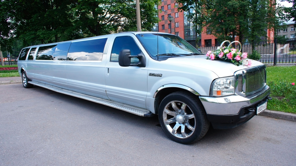 джип-лимузин Ford Excursion
